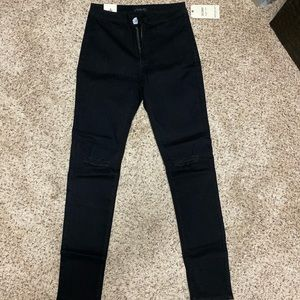 NWT Black Destroyed Skinny Jeans - size 9